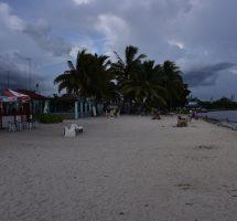 Am Strand von Playa Laga