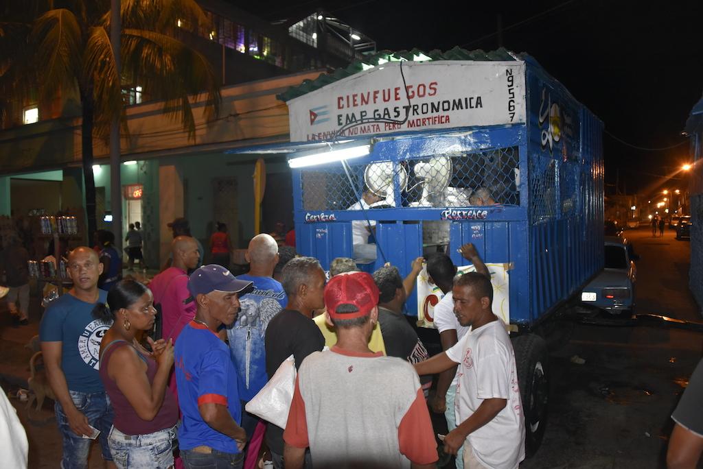 Strassenkarneval : Getränkestand