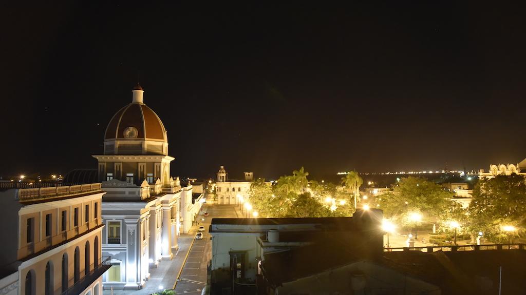 Cienfuegas bei Nacht (vom Hotel Union)