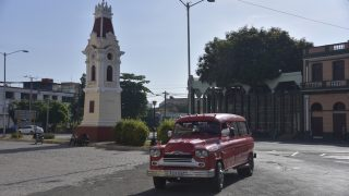 Uhrenturm am Malecon in Santiago